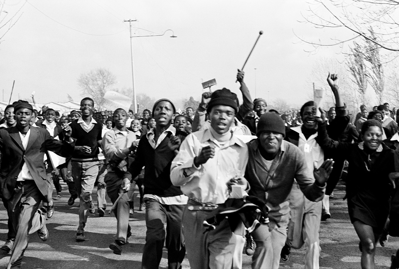 history of apartheid in south africa Apartheid in south africa had been a national policy for a long time (from 1948 to 1994), instituted by the national party of south africa --- but the seeds of this systematic segregation by race started well before 1948, as early as 1870s and 1880s when a significant number of dutch and english colonial.